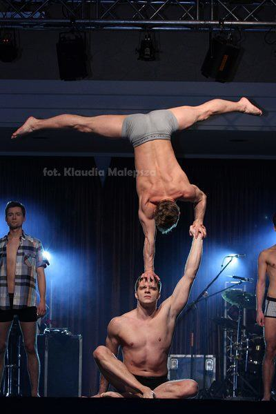 pokazy akrobatów